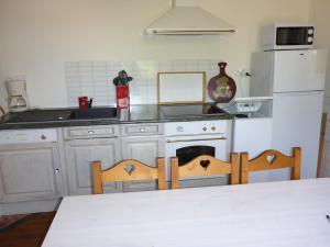 A kitchen or kitchenette at Au gite Dolois