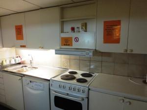 Ett kök eller pentry på Hostel Bed & Breakfast