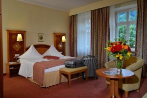 Een bed of bedden in een kamer bij City Partner Hotel Holländer Hof