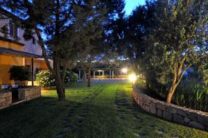 A garden outside Hotel Il Piccolo Golf