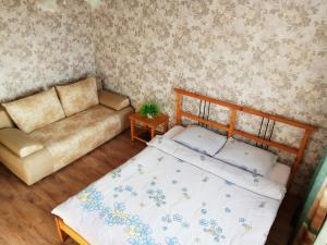 A bed or beds in a room at Apartment on Lenina 128