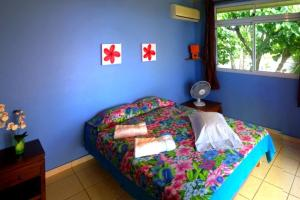 A bed or beds in a room at MOOREA - Fare Taina (Iti & Nui)