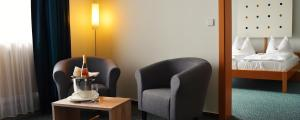 Ein Sitzbereich in der Unterkunft Savoy Hotel Bad Mergentheim