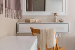 A bathroom at Maravelia Apartments