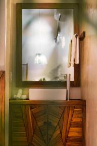 A bathroom at ALCOBAS DEL MAR