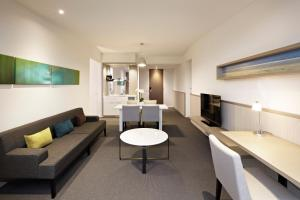 A seating area at Flinders Hotel