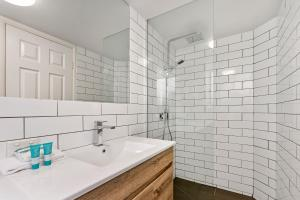 A bathroom at Dockside Apartments Mooloolaba