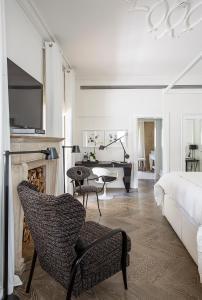 A seating area at White Villa Tel Aviv Hotel