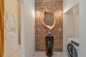 Koupelna v ubytování Dalí Wenceslas Square Apartment