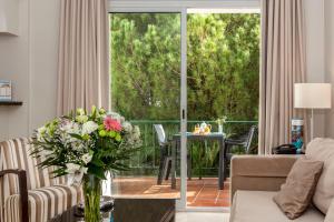 A seating area at Ona Alanda Club Marbella