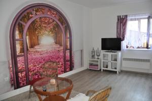 TV a/nebo společenská místnost v ubytování Domek na Betlémě
