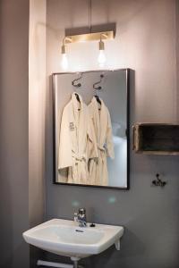 A bathroom at Coal Miners' Cabins