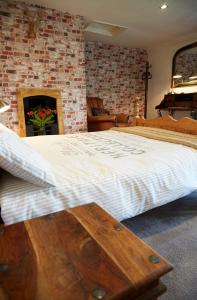 A bed or beds in a room at Lower Drayton Farm B&B