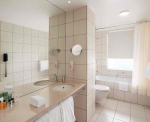 A bathroom at Hilton Reykjavik Nordica