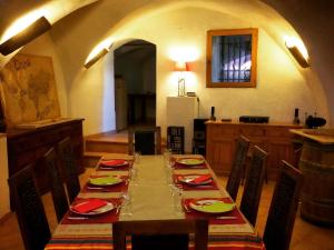 A restaurant or other place to eat at Coins Du Monde