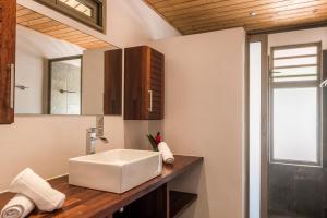 A bathroom at Villa Vai-Api