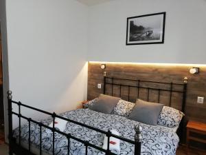 Postel nebo postele na pokoji v ubytování Penzion V Hájku