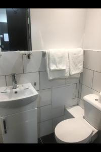 A bathroom at Abbey Hotel