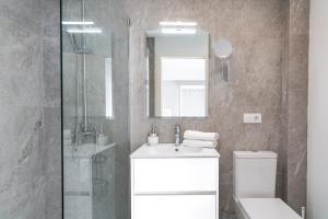 A bathroom at INNER Kompas Palmanova