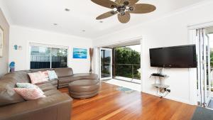 A seating area at No. 1 Fingal Bay Beach House - The Little Abode