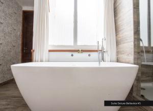 Un baño de Casa Galos Hotel & Lofts
