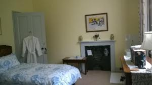 A bed or beds in a room at Glebe House Muston