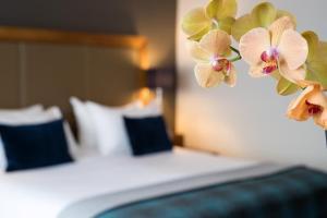 Ein Bett oder Betten in einem Zimmer der Unterkunft Bilderberg Garden Hotel