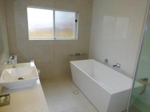 A bathroom at Beautifully Renovated Three Bedroom Home in Cammeray - CAMM3