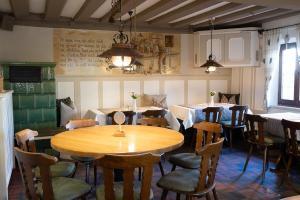 Ein Restaurant oder anderes Speiselokal in der Unterkunft Hotel-Gasthof Weisses Ross