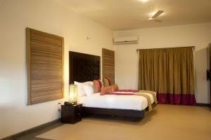 A bed or beds in a room at Niraamaya Retreats, Surya Samudra, Kovalam