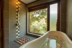 A bathroom at Le Grand Pakbeng