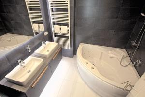 Ein Badezimmer in der Unterkunft Marina Apartments Regensburg