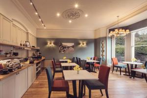 A restaurant or other place to eat at Ambleside Townhouse