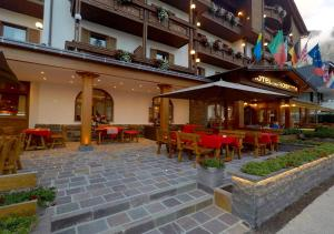 A restaurant or other place to eat at Cima Rosetta Wellness & Spa ***S