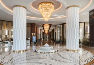 Лобби или стойка регистрации в Elite World Asia Hotel