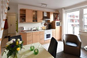 A kitchen or kitchenette at Haus Hamburg