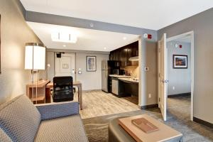 A seating area at Homewood Suites By Hilton Ottawa Kanata