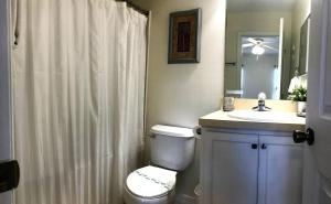 A bathroom at Paradise Cay Near Disney