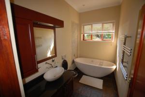 A bathroom at Kingsbury Cottage