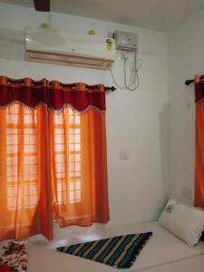 A bed or beds in a room at Sea Breeze Beach Home Stay
