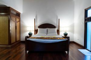 A bed or beds in a room at Le Grand Pakbeng