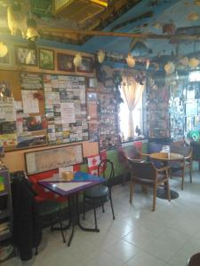 A restaurant or other place to eat at O albergue de paz