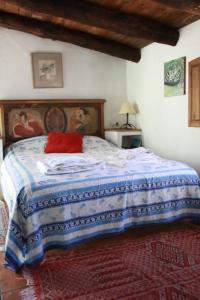 A bed or beds in a room at Posada del Castaño