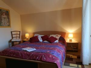 A bed or beds in a room at Moulin De Cornevis Bed and Breakfast