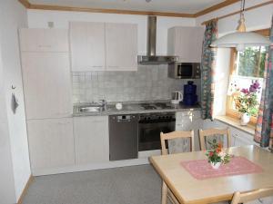 A kitchen or kitchenette at Erlebnishof Reiner - Urlaub auf dem Bauernhof