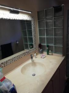A bathroom at Villa Pat & Diouma