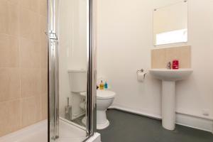 A bathroom at Mega Stella
