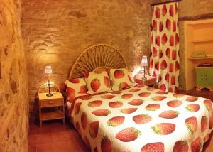 A bed or beds in a room at Can Gasol Turisme Rural