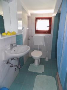 A bathroom at Apartment Kata