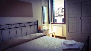 Cama o camas de una habitación en B&B La Terrazza Dei Miracoli